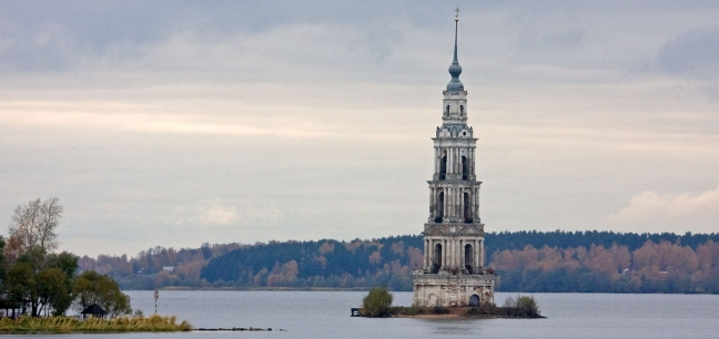 bell_tower_of_saint_nicholas_church_kalyazin.jpg